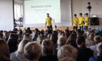 Ny evaluering viser, at Teach First Danmark bidrager til at styrke udsatte elevers faglighed og trivsel i folkeskolen. Den viser også plads til forbedringer.