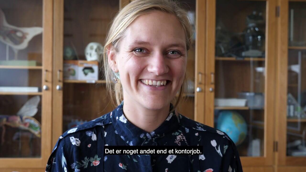 Kvinde der bliver interviewet
