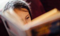 Sådan læsetræner du med dit barn